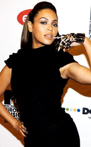 293_knowles_beyonce2_lc_112408