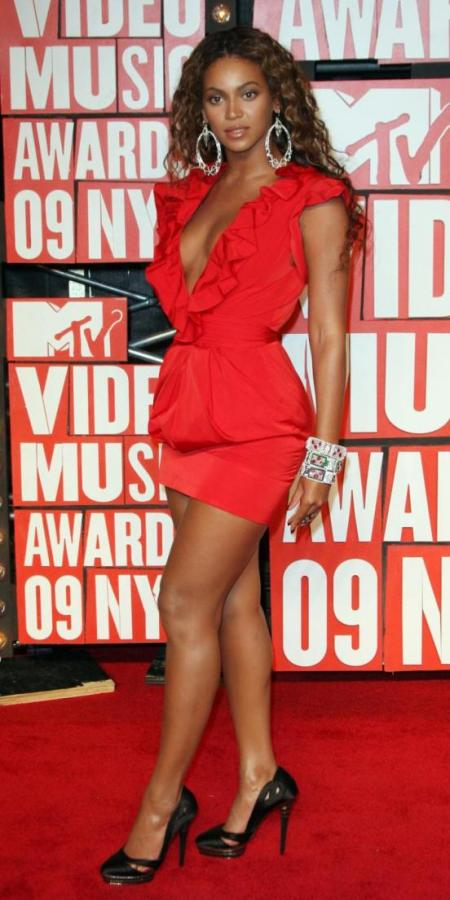 beyonce-in-red_552x1105