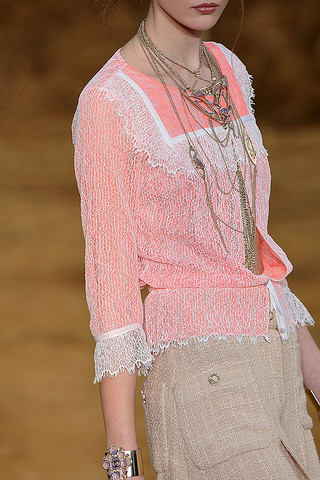 Chanel-Details-spring-fashion-2010-021_runway