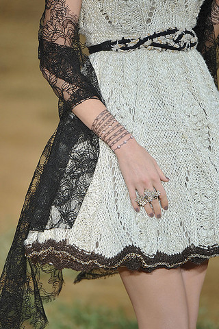 Chanel-Details-spring-fashion-2010-065_runway