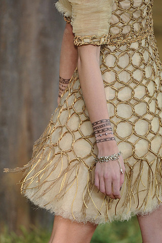 Chanel-Details-spring-fashion-2010-078_runway